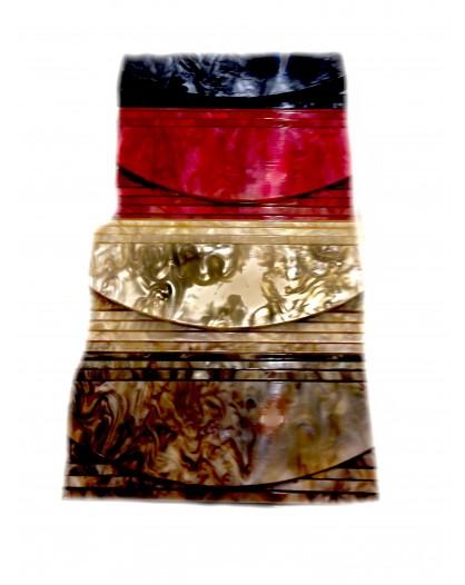 BOLSO DE MANO, CAREY RECTANGULAR CON GRABADO RAYAS CALADAS, 23 cm x 10 x 5 cm, INCLUYE CADENA EN EL INTERIOR