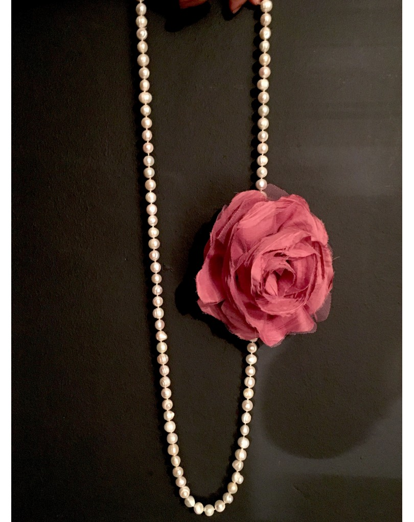 b4417bbb8016 Collares de Perla con Broches de Flor en Tela Multi Funcion