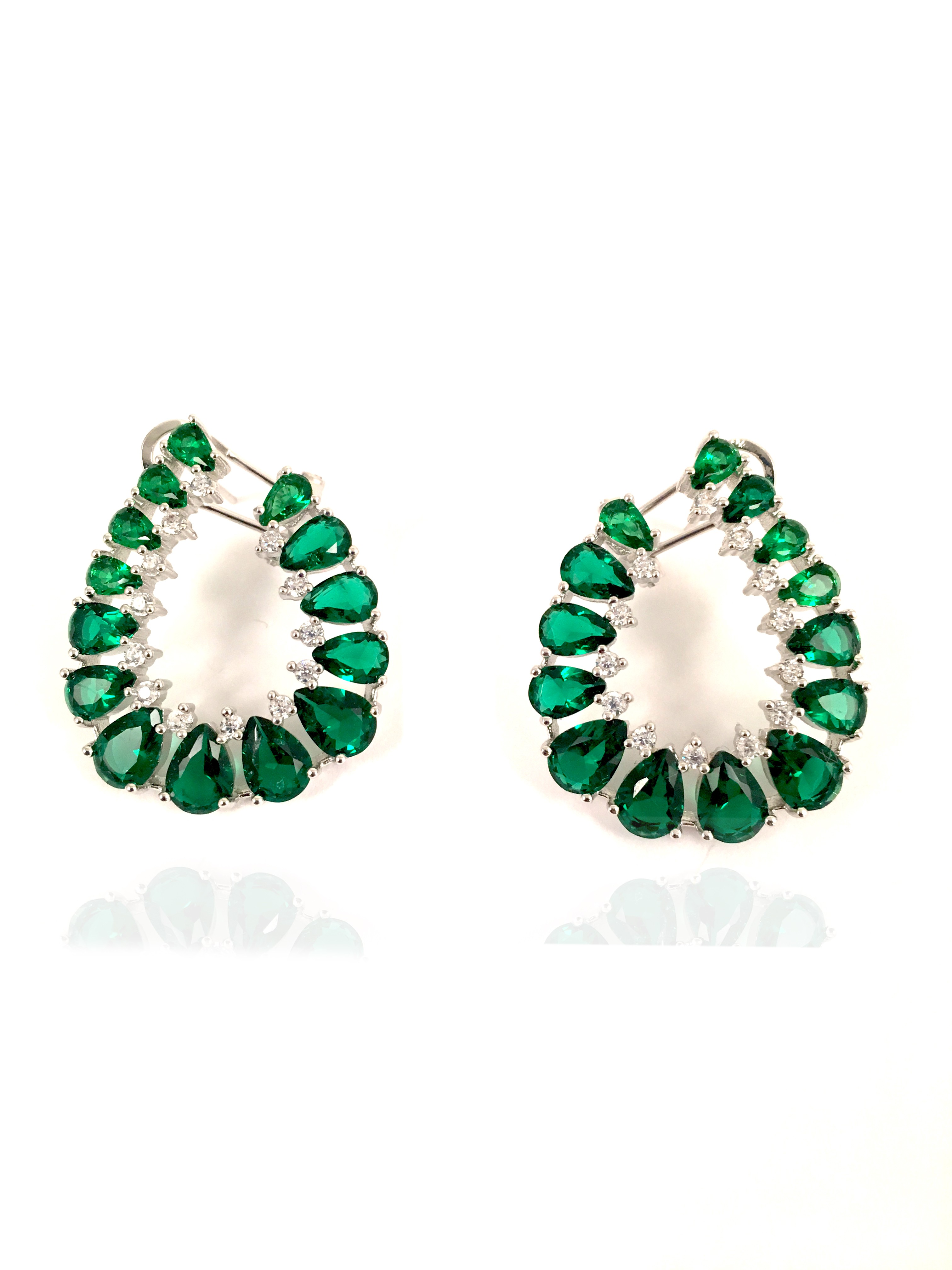 en venta c8964 d3f2d Bisuteria Fina -pendientes Verdes Originales y con Diseño de Cierre Omega