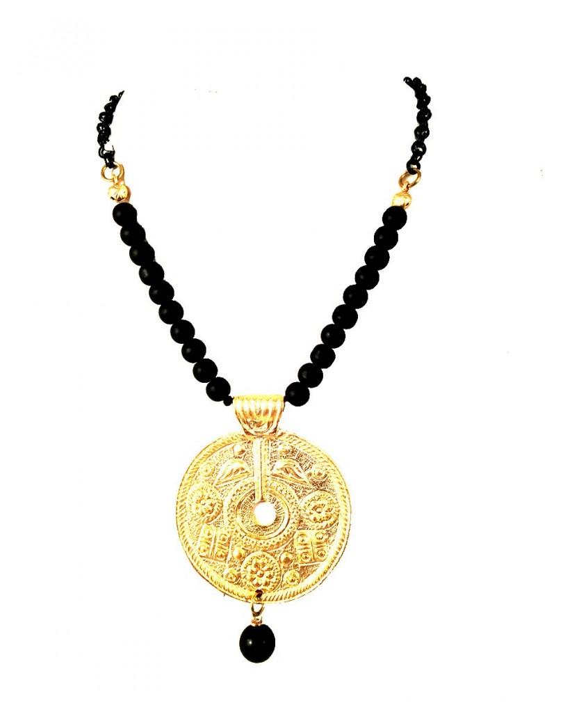 6740f7a57022 Collares Cortos Bisuteria Dorada con Medallon